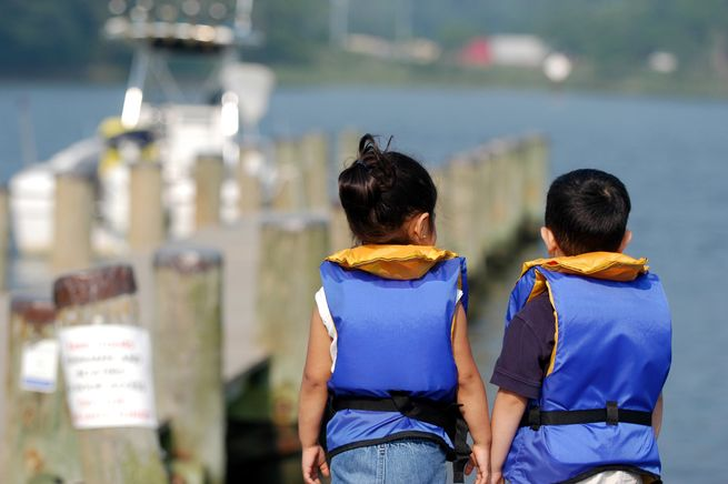 uscg kids safety dsc 6560 - Tips to teach young boaters the basics