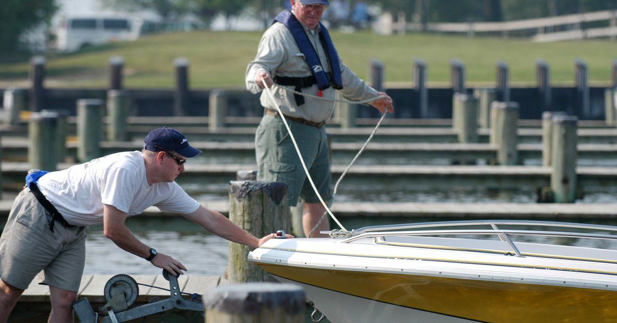 how to secure a boat to a dock